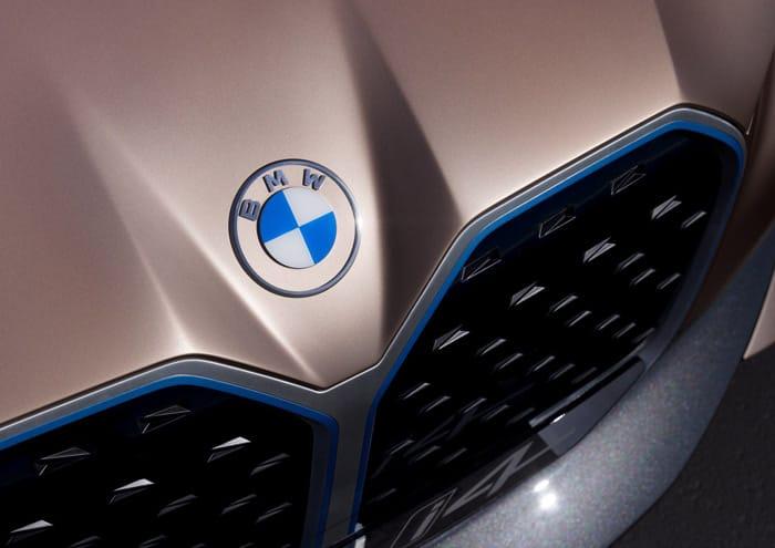 Nuovo logo BMW. Evoluzione o involuzione?